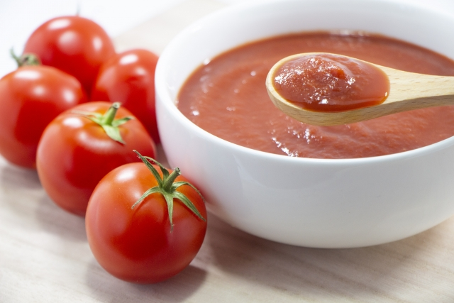 ペースト状のトマト
