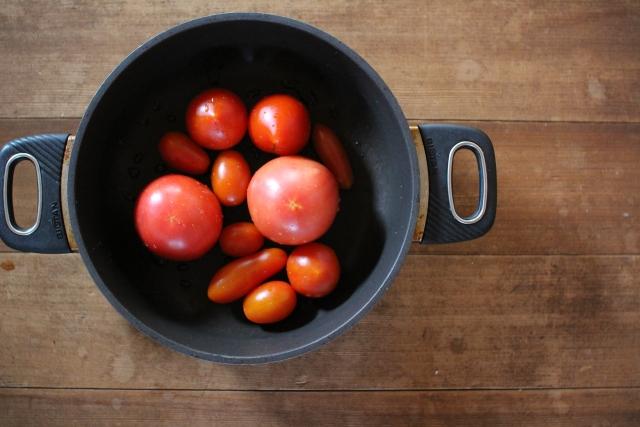 鍋のトマト