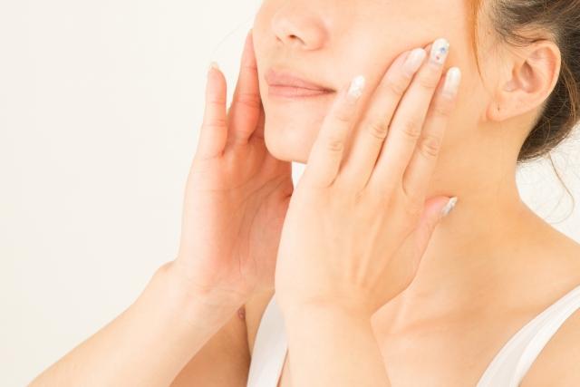 クロノセル顔に手をあてる女性画像